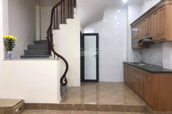 Cho thuê nhà mặt phố Nguyễn Tuân, ngay gần đường Nguyễn Trãi, 60m2*4 tầng, 28tr/tháng