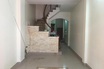 Cho thuê nhà ngõ 673 Ngọc Hồi, Cổ Điển, cạnh SVĐ huyện, DT: 45m2x 4 tầng, 5 triệu/th