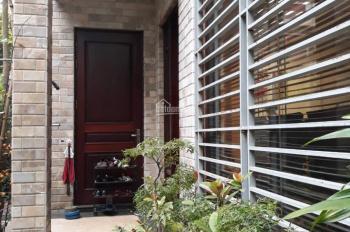 Cho thuê nhà liền kề 100m2* 4 tầng Mỹ Đình 1 giá thuê 24 tr/th, nội thất sịn. LH 0963916547