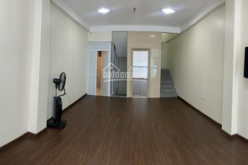 Cho thuê nhà riêng Khương Đình, Thanh Xuân. 45m2x4 tầng có thang máy, thông sàn 14tr/th, 0965388564