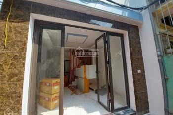 Bán nhà Đức Giang, Long Biên, 35m2 x 5 tầng giá co 2.25 tỷ, LH: 0983601688