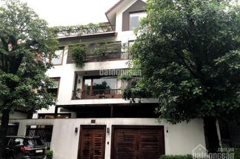 Cho thuê biệt thự Dịch Vọng, Cầu Giấy, diện tích 210m2*3,5 tầng + 1 hầm, mặt tiền 14m
