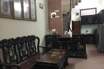 Cho thuê nhà trong ngõ Cốm Vòng, Dịch Vọng Hậu 30m2 x 5T, 3PN full đồ. Giá 11tr/th