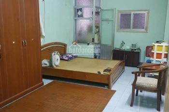 Bán nhà cực đẹp 42m2 phố Đội Cấn, Ba Đình, giá chỉ 2,65 tỷ, gần Lăng Bác
