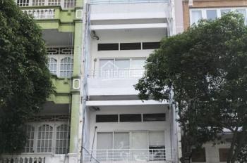 Nhà thuê hẻm ôtô Trần Hưng Đạo, P2, Q5, DT: 4.5x10m, 3 lầu ST. Giá: 15 tr/th