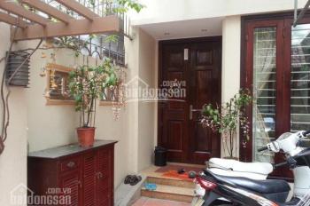Cho thuê nhà phố Trần Khát Chân, Hai Bà Trưng, cách phố 10m: DT 85m2 x 3T, MT 4.5m, có sân vườn