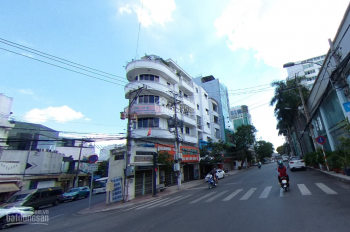 Cho thuê nhà góc 2MT Hoàng Việt - Út Tịch, P.4, Q. Tân Bình - DT: 10x12m, 5 tầng giá 115 triệu.