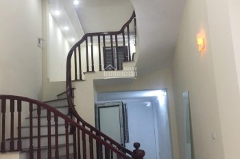 CC cần bán nhà Thanh Liệt 37m2, 4.5 tầng, kinh doanh, ô tô trước cửa, giá 2,9 tỷ, LH 0979228902
