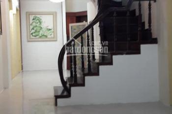 Chính chủ cần bán nhà ngõ 290 Kim Mã, DT 49m2, xây 5 tầng, tổng 6 phòng ngủ, 1 phòng thờ và 2 sân