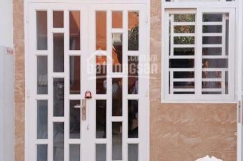Nhà 1 lầu 1 trệt đất quận 12 DT 40m2 cần bán với giá 850tr, cách QL1A 50m. LH 0767694220