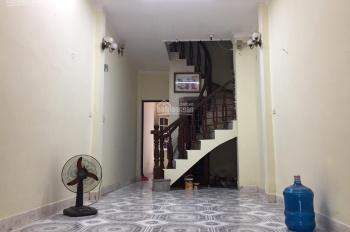 Chính chủ cho thuê tầng 1 nhà mặt phố tại đường Vũ Hữu, hợp làm kho, văn phòng, kinh doanh online