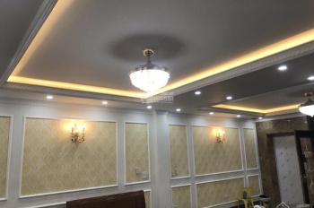 Cho thuê căn hộ vip phố Trần Đại Nghĩa, ô tô đỗ cửa, DT 60m2, căn góc