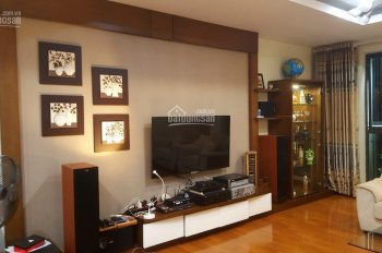 Cần bán căn hộ 3 phòng ngủ, dt 202m2, ban công Đông Nam. LH: 0984 673 788