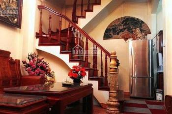Cho thuê nhà 4 tầng tại Bồ Đề, Long Biên, 50m2, đầy đủ tiện nghi chỉ cần xách vali đến ở
