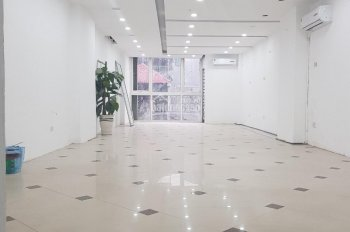 Chủ nhà cho thuê văn phòng 220 Khâm Thiên, DT 80 m2, thông, giá quá rẻ 11.5 triệu/tháng