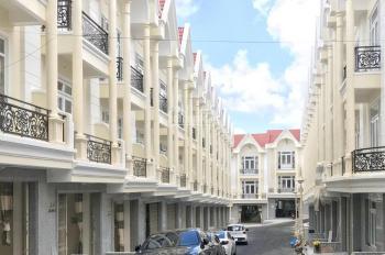 Bán nhà mới xây thuộc khu nghỉ dưỡng cao cấp đà lạt.  1 trệt, 1 hầm, 1 lầu, 1 áp mái, dt 75m2