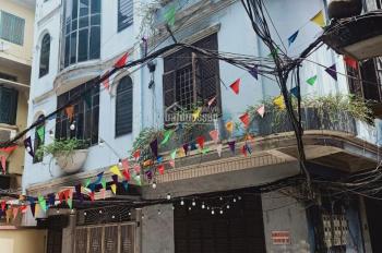 Cho thuê nhà riêng phố Lý Nam Đế, 70m2 x 4 tầng, MT 12m, ngõ rộng, đang sơn sửa mới