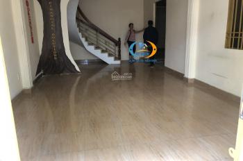 Cho thuê villa đường Nguyễn Minh Hoàng khu K300. DT: 7.2x22m, trệt 2 lầu, có sân vườn, gara xe hơi