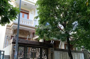 Cho thuê biệt thự đẹp tại mặt phố Trương Công Giai, 250m2 * 4 tầng, giá 65tr/th. Lh:  0985030081