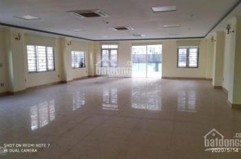 Tòa nhà tôi ở mặt phố Dịch Vọng Hậu 300m2 cho thuê giá rẻ chỉ 4x, đối diện bãi đỗ xe, miễn phí DV