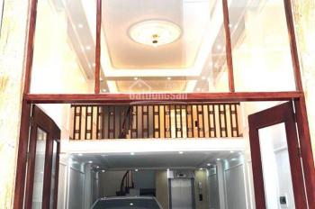 Chính chủ cần bán nhà tại Phố Vương Thừa Vũ 55m2, 7T, thang máy, ô tô vào nhà, giá chỉ 8.5 tỷ.
