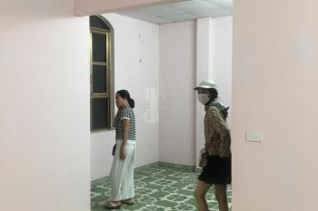 Cho thuê nhà MP Hoàng Sâm, Hoàng Quốc Việt 42m2 x 3,5T, MT 6m giá 15tr, KD mọi loại hình, VP đều ok
