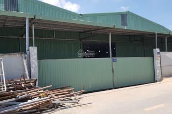 Cho thuê nhà xưởng phường Thạnh Lộc, quận 12, DT: 1300m2, giá 33 tr/tháng. LH: 0908.561.228
