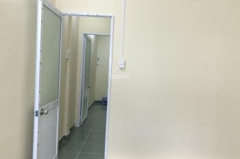 Cho thuê nhà nguyên căn đường Cao Thắng Q10, DT 3,5X12m, 1 lầu 2PN, máy lạnh. Gía chỉ 11tr
