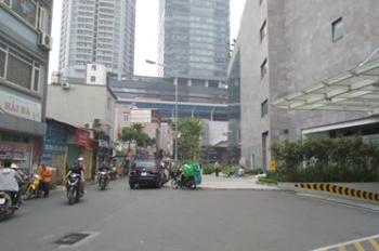 Mặt phố Dịch Vọng, 60m2, mặt tiền khủng 7m, lô góc, 248tr/m2, LH 0972543137.