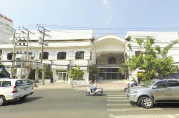 Chính chủ cho thuê nhà hàng mặt tiền Lý Thái Tổ, 40x30m. LH 0909909777, giá thương lượng