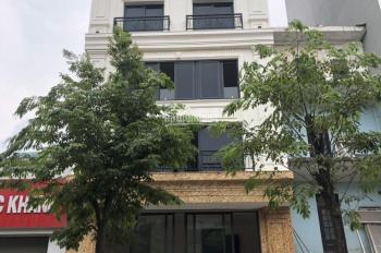 Cho thuê nhà mặt đường Phạm Văn Đồng 70m2 X 5 tầng thang máy, gần CV Hòa Bình. LH 0983638558