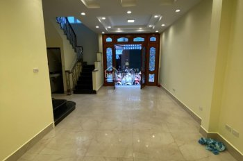 Cần cho thuê nhà riêng tại Đốc Ngữ, có thang máy, DT 50m2x5T, nhà mới, giá cho thuê 28tr/tháng