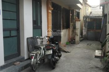 Chính chủ bán nhà 3 tầng phố Ngọc Lâm. DT 58.5m2 có sân rộng, giá: 970tr