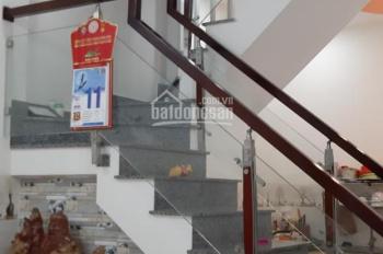 Bán nhà 1 trệt 1 lầu cách Ga 1 cây số, cách chợ Phương Sài 200m giá chỉ 2,05 tỷ. LH 0977681668
