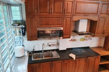 Nhà riêng Hoàng Cầu 32m2x6T MT4m3 nhà đủ đồ sàn gỗ bàn ăn tủ bếp giá 14tr/th, LH 0968063506