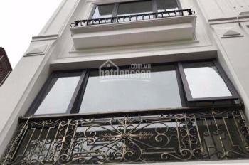 Bán nhà cạnh trung tâm huyện Thanh Trì, 37m2 x 5T, ô tô đỗ cửa, giá hấp dẫn 2,9 tỷ. LH 0333121280
