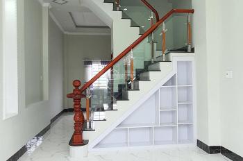 Bán 2 căn nhà trệt lầu hẻm 105 thông qua hẻm 115 CMT8, P An Thới giá 1 tỷ 950 triệu / căn
