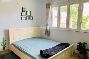 Cho thuê phòng mới tại Q1 trung tâm đi lại thuận tiện. LH: 0989604920 Trần Đình Xu 5tr/th bao hết