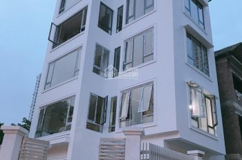 Cho thuê nhà Cự Lộc, DT 136m2, 5 tầng, MT 12m, thông sàn, có thang máy, ĐH, LH a Trung 0387606080