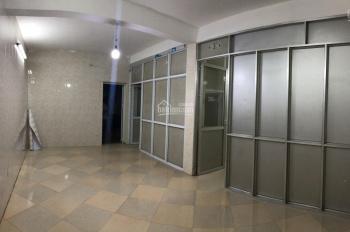 Nhượng phòng gấp ngõ 13 Lĩnh Nam, 3 phòng rộng 60m2 giá 4tr5. Vào luôn giảm 500 nghìn