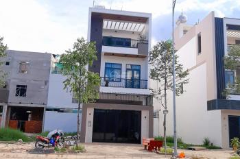 Bán nhà 1 trệt 2 lầu trục 1B Nam Long. Vị trí cực đẹp, giá 8.5 tỷ, tầng thượng có sân vườn rộng