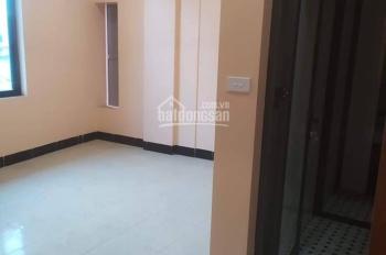 Cho thuê nhà 32m2 x 5T ngõ 50 Võng Thị, đường Bưởi, giá 13 tr/th