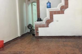 Cho thuê nhà mặt phố Chính Kinh, 72m2 x 3 tầng, 3 phòng ngủ, 3 vệ sinh, cho kinh doanh mọi mô hình