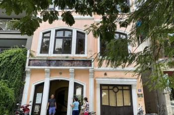 Cho thuê nhà 3.5 tầng mặt Hồ Tây, 3 mặt thoáng (8x25m) 32 phố Quảng Khánh