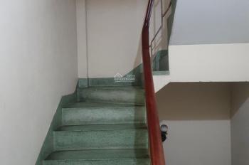 Cho thuê nhà trọ đường Đinh Tiên Hoàng, Quận 1 (giá 3tr2)