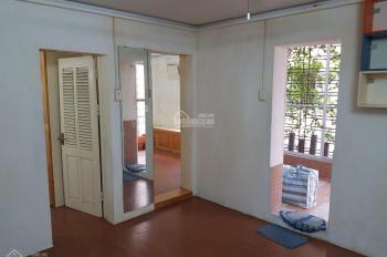 Chính chủ bán căn hộ D7 khu tập thể Phương Mai, căn góc 3 mặt thoáng, ô tô đỗ cửa. LH: 0985769162