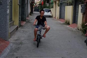 Gia đình bán giá cực rẻ phố Nguyễn Sơn 46m2 x 3 tầng ngõ 2 ô tô tránh nhau khu phân lô, giá 4.2 tỷ