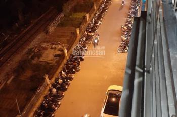 Cho thuê nhà mặt phố Đức Giang, Long Biên, 60m2 * 5 tầng, giá 15 tr/th, LH: 0967406810