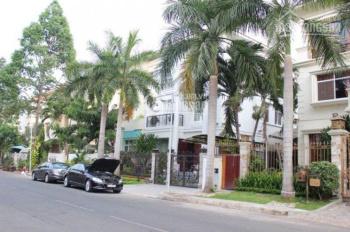 Cho thuê biệt thự Thảo Điền, Quận 2. DT 20x20m, 1 trệt, 2 lầu sân vườn hồ bơi. LH 0902989755 Nam