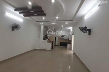 Bán nhà 3 tầng lô góc tại phố Đông An, 580 Ngô Gia Tự đi vào